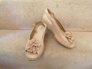Ladies Clarks ARTISAN BEIGE LEATHER Sandals Size 4.5 WEDGE HEEL WORN LIGHTLY