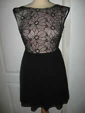 LADIES SIZE 6 CUTE BLACK PARTY DRESS -SKATER STYLE -  LINED