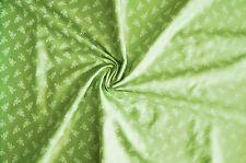 3095/017 Dirndlstoff Trachtenstoff Tracht Hellgrün mit weißen Blüten