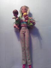 Vintage 1995 Skipper doll, baby-sitter avec deux bébés en excellent état