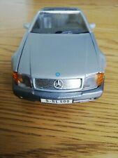 Maisto 1/24 Mercedes Benz 500 SL Diecast Car.