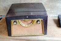 Vintage Admiral TUBE AM Radio / Record Player Art Deco Bakelite Phonograph