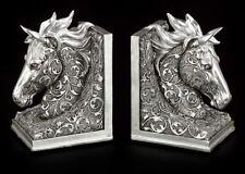 Pferdeköpfe als Buchstützen mit Ornamenten - Pferd Figur Fantasy Deko