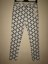 7KX) ( NEW WITH TAGS ) WOMENS DAPHNES PARIS BLUE & WHITE JEANS W 28 LEG 28