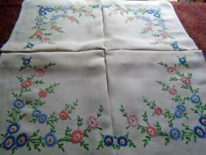 VERY PRETTY VINTAGE HAND EMBROIDERED LINEN FLORAL TABLECLOTH ~ SUPERB STITCHWORK