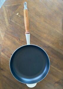 Le Creuset heritage 10.25 inch skillet wooden handle - Dune