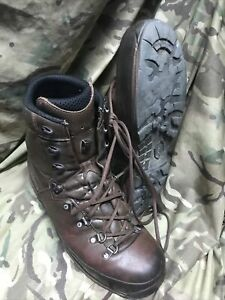 Genuine British Issue Brown Lowa Boots!very good condition!size 10!