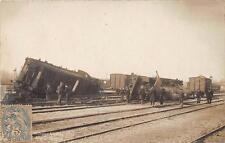 CPA 51 CARTE PHOTO VITRY LE FRANCOIS ACCIDENT DE TRAIN CONTOUR DE LA HALLE N°2 (