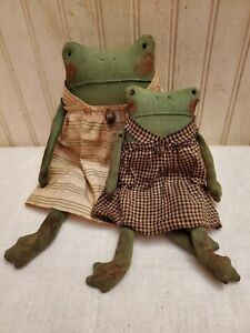 Primitive Grungy Sister Frogs Doll Set