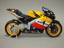 New Ray 1:12 Diecast Repsol Honda RC211V #3 Max Biaggi MotoGP