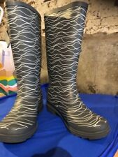 EXTRA WIDE CALF WELLIES WITH WAVE PATTERN (UK 8) NEW SPECIFICATION 1ONLY