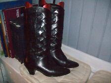 très belles bottes plein cuir noir tressé  .T 39 . (26/C/Y)