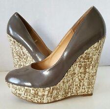 STEVE MADDEN Taupe/Brown Patent ELLI Platform Pump w/ Woven Wedge Heels - Size 9