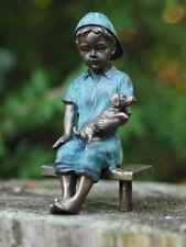 Schöne kleine Figur eines Jungen mit seinem Hund aus Bronze