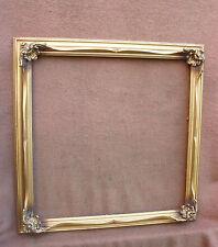 Joli cadre contemporain doré de style Louis XV