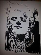 dessin à l'encre d'une femme mystérieuse