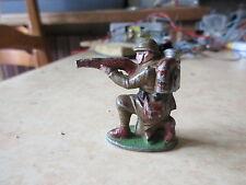 Quiralu Infanterie  soldat a genoux