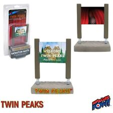 Twin Peaks Welcome to Twin Peaks Sign with Red Room Monitor Mate Bobble