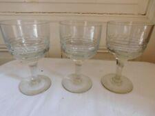 Suite de trois anciens verres cristal lourd ou verre taillé de facettes