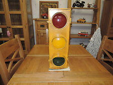 WALL HANGING VINTAGE LOOKING AGED WORKING TRAFFIC LIGHT BOX ELECTRIC CODE 14596