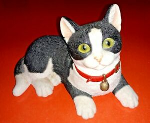 "SHERRATT & SIMPSON BLACK AND WHITE CAT FIGURINE 8"" LONG"