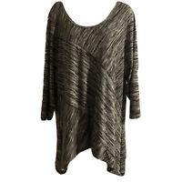 Dress Barn Woman Size 3X Black White Asymmetrical Sides Tunic  Blouse 3/4 Sleeve