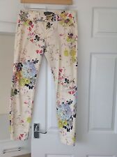 LADIES 'TEDBAKER' CREAM/ FLORAL PRINT JEANS. SIZE 28/ 32 LEG. GOOD CONDITION.
