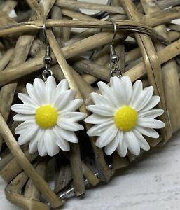 Pair Of White Daisy Flower Earrings Summer Festival Fun Novelty Fashion Kitsch