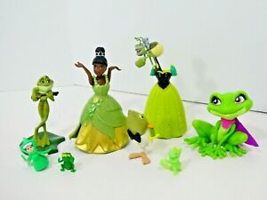 Disney Princess and the Frog Magiclip Tiana Doll Dresses Frogs Figures Set
