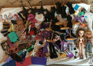 HUGE BRATZ DOLL LOT WITH COLLECTABLES w/  accessories/shoes/Stands, Mannequins