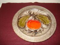 Keramik Schale / Teller - Wandteller - Apfel mit Blattgrün - kräftige Farben
