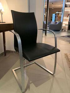 Armlehnenstuhl Swing 967.81 Flachstahl matt von Tonon. Leder schwarz