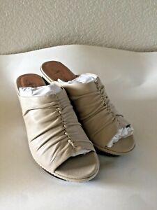 B. Makowsky Leather Stone beige cream mule Slide heel shoe New in Box size 8