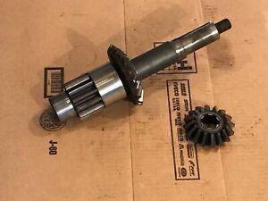 John Deere 24T Hay Baler Bevel Gear Case PINION / CRANK SHAFT # AE14754R & GEARS