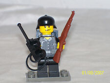 Lego Minifig WW2 Wehrmacht Radio Man Soldier with Weapon