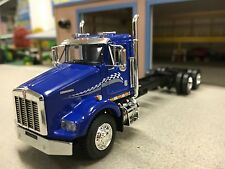 1/64 DCP BLUE KENWORTH T800 DAY CAB & CHASSIS