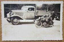 Altes Foto Oldtimer Motorrad vor LKW Lastkraftwagen 30iger Jahre