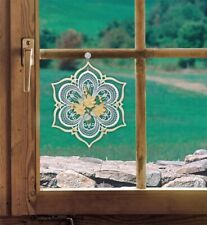 Fensterbild Blüte im Holzrahmen Fb. gelb Plauener Spitze mit. Saughaken