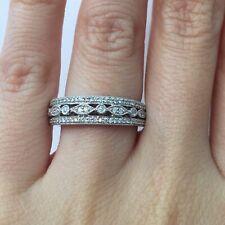 Right Hand Ring in 14k Gold E-F 0.50 Ct Round Brilliant Cut Diamond Millgrain