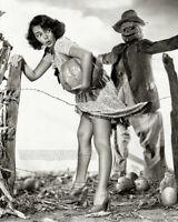 Vintage 1940s HALLOWEEN PIN-UP PHOTO * Pumpkin Thief * Scarecrow GLORIA SAUNDERS