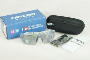Tifosi Crit Sunglasses Matte Smoke Frame Fototec Light Adjusting Lens Case