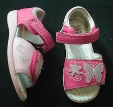 Clarks Girls 2 tone pink leather sandals Butterfly on front UK 6 EU 22.5 medium