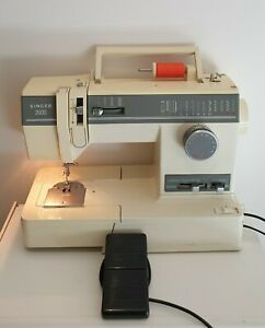 Singer 2000 Sewing Machine With Pedal, Light, Detachable Table And Power Cord.
