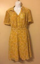 Vestido color amarillo con estampado para mujer, estilo casual.