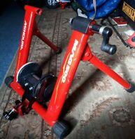 White//Silver Minoura Live Roll R500 Roller Trainer Bike Chain Rings /& Accessories