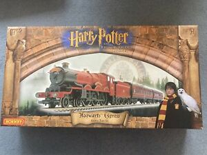 Hornby R1025 Harry Potter And Philosopher's Stone Hogwarts Express Train Set