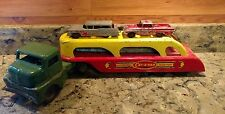 VINTAGE WYANDOTTE CAR-A-VAN AUTO TRANSPORT WITH 4 TOOTSIE TOY CARS