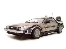 BACK TO THE FUTURE 2 DE LOREAN 1:18 DIECAST MODEL CAR BY SUNSTAR 2710