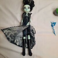 Monster High FRANKIE STEIN Doll Ghouls Rule w/ Mask, Cauldron, Outfit, Boots