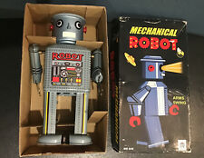 New Mechanical Robot Wind Up MS646 Complete With Key, Arms Swing